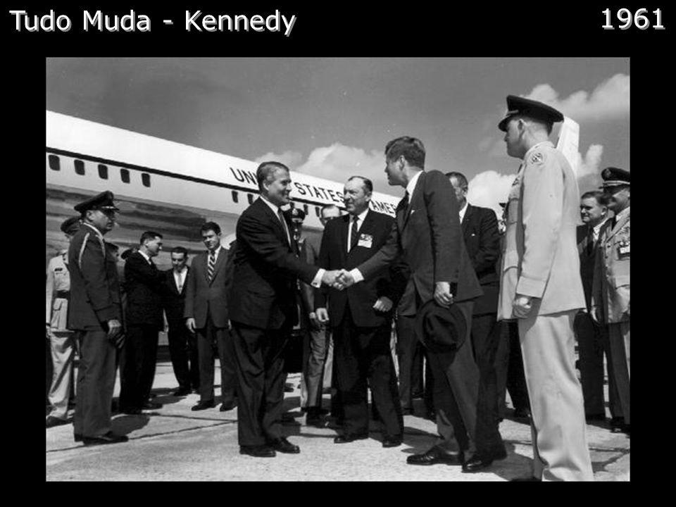 NASA Comentários: E em 29 de julho de 1958 é fundada a NASA. Dois anos depois a NASA abriu o Centro de Vôo Espacial Marshall e von Braun e toda a sua