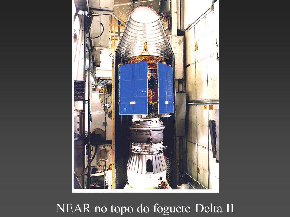NEAR no topo do foguete Delta II