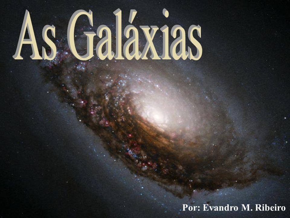 Elípticas (E) As galáxias elípticas apresentam forma esférica ou elipsoidal, e não têm estrutura espiral.