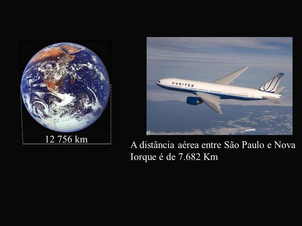12 756 km A distância aérea entre São Paulo e Nova Iorque é de 7.682 Km