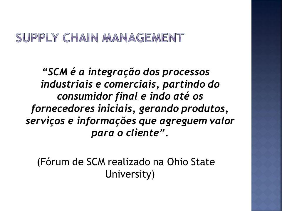 SCM é a integração dos processos industriais e comerciais, partindo do consumidor final e indo até os fornecedores iniciais, gerando produtos, serviço