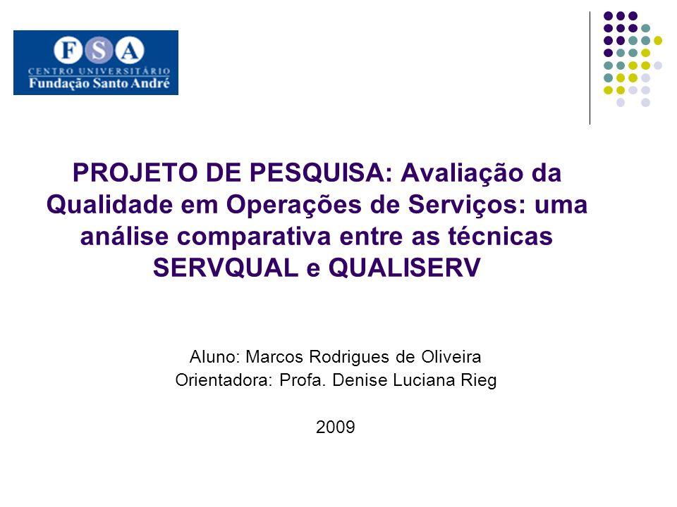 Introdução e Justificativa São várias as técnicas desenvolvidas para mensuração da qualidade em serviços: a técnica de auditoria de acompanhamento (FITZSIMMONS & FITZSIMMONS, 1997), o instrumento SERVQUAL (PARASURAMAN et al.,1985), o IDEF3 adaptado para serviços (TSENG et al., 1999), a técnica SERVPRO (SANTOS & VARVAKIS, 2002) e a técnica QUALISERV (RIEG et al., 2009); A técnica mais conhecida e referenciada na literatura e o instrumento SERVQUAL; Entretanto, a técnica que mais possui elementos que possam dar suporte para a avaliação de desempenho do processo parece ser a técnica QUALISERV; Todavia, a técnica QUALISERV foi desenvolvida recentemente, carecendo, portanto, de casos práticos de aplicação da mesma; Também no sentido de avaliação da utilidade da técnica, torna-se interessante a sua comparação com outras técnicas já estabelecidas.