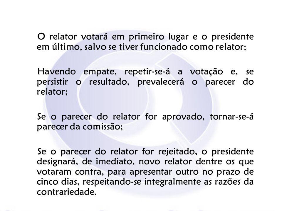 O relator votará em primeiro lugar e o presidente em último, salvo se tiver funcionado como relator; Havendo empate, repetir-se-á a votação e, se pers
