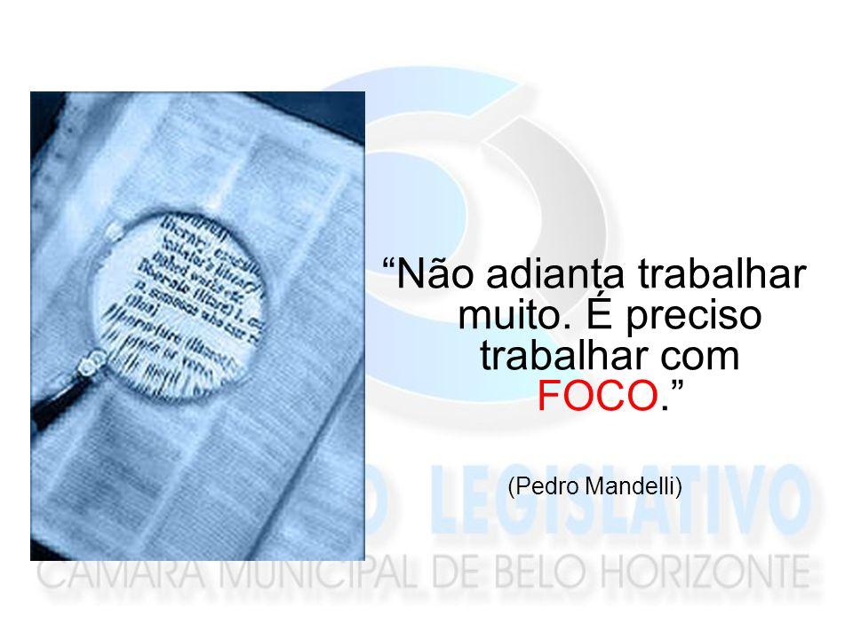 Não adianta trabalhar muito. É preciso trabalhar com FOCO. (Pedro Mandelli)