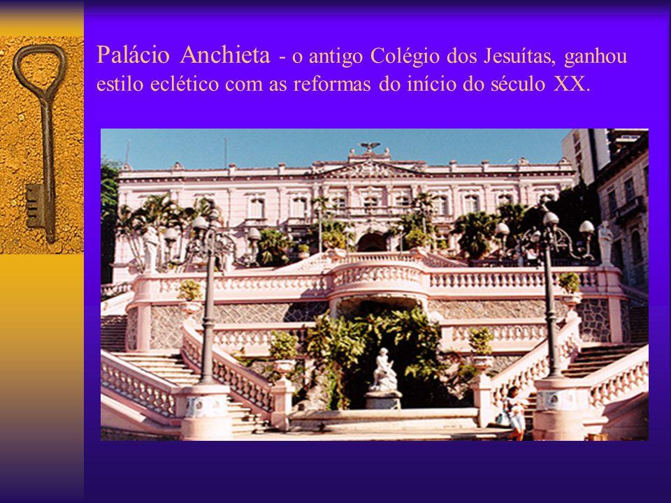 Palácio Anchieta - o antigo Colégio dos Jesuítas, ganhou estilo eclético com as reformas do início do século XX.