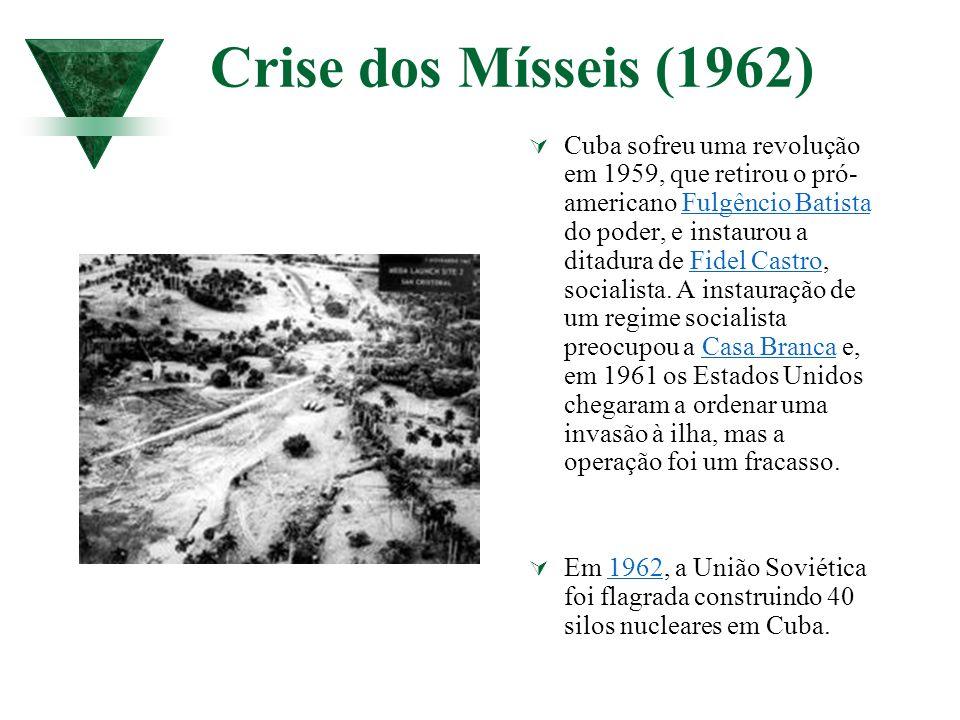 Crise dos Mísseis (1962) Cuba sofreu uma revolução em 1959, que retirou o pró- americano Fulgêncio Batista do poder, e instaurou a ditadura de Fidel C