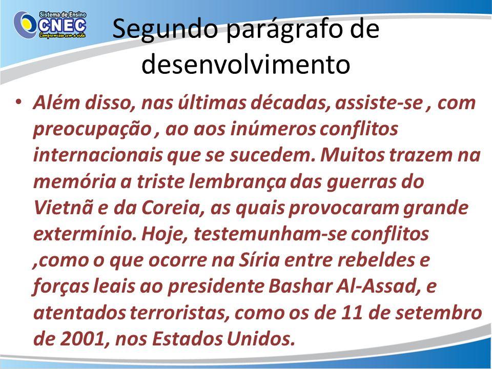 Segundo parágrafo de desenvolvimento Além disso, nas últimas décadas, assiste-se, com preocupação, ao aos inúmeros conflitos internacionais que se suc