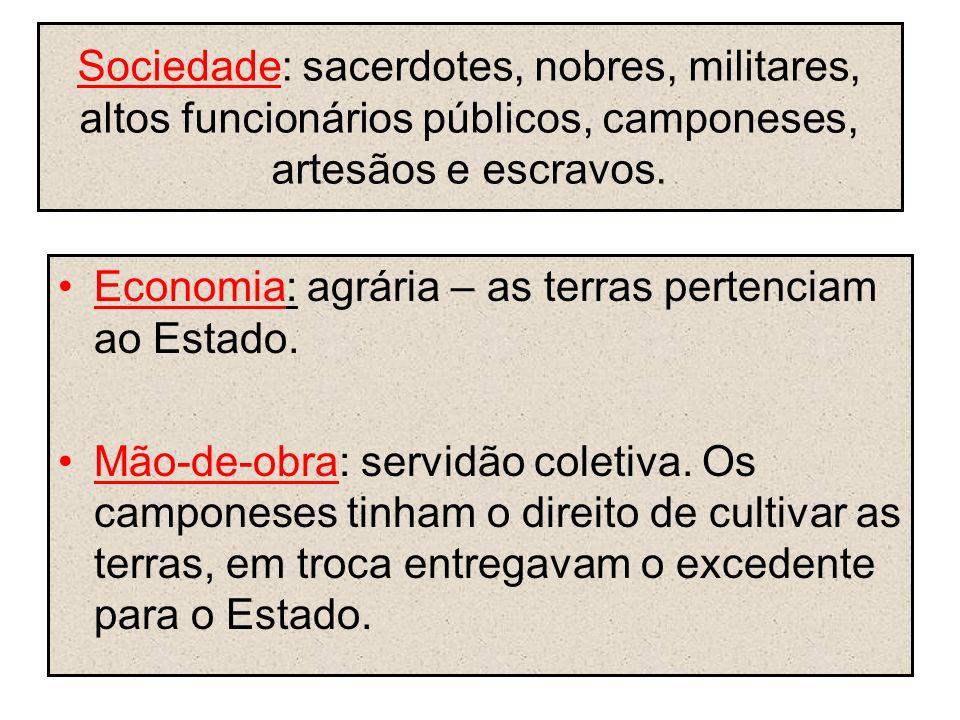 Sociedade: sacerdotes, nobres, militares, altos funcionários públicos, camponeses, artesãos e escravos. Economia: agrária – as terras pertenciam ao Es