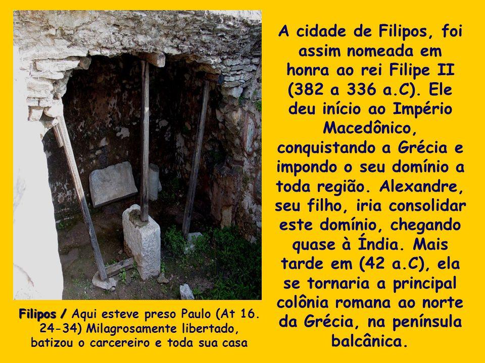 A cidade de Filipos, foi assim nomeada em honra ao rei Filipe II (382 a 336 a.C). Ele deu início ao Império Macedônico, conquistando a Grécia e impond