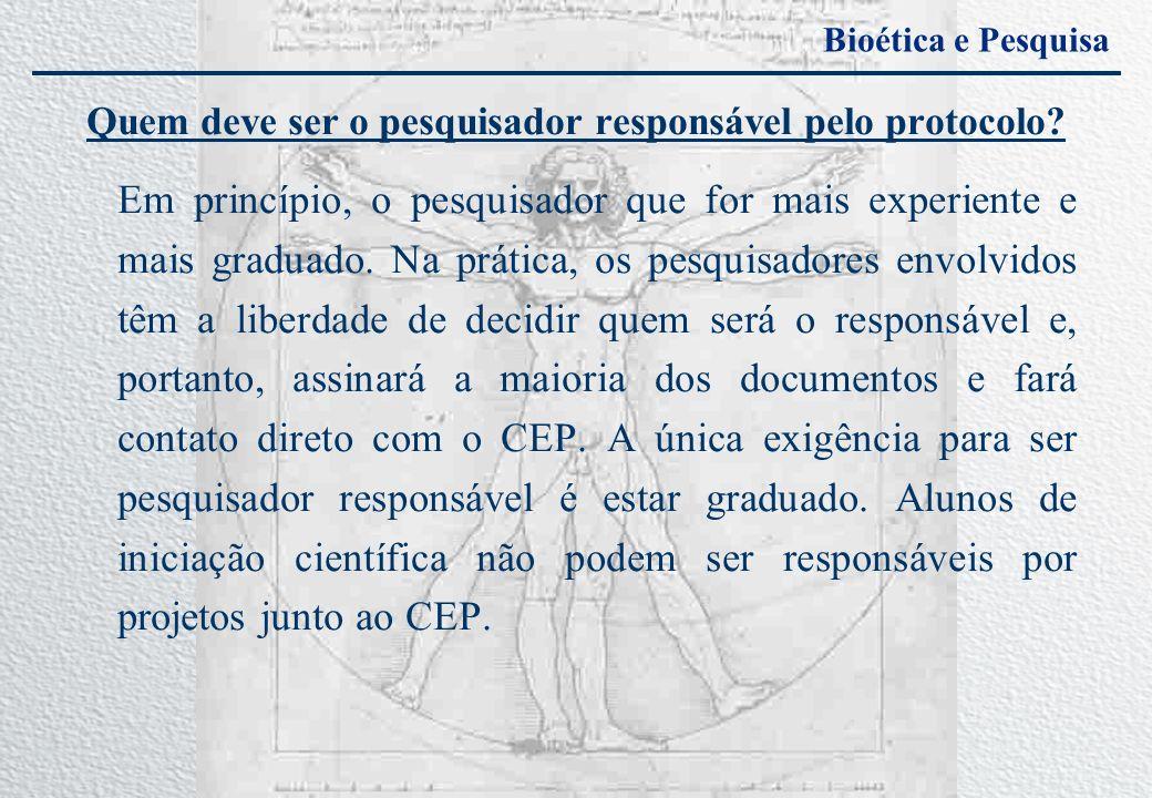 Quem deve ser o pesquisador responsável pelo protocolo? Em princípio, o pesquisador que for mais experiente e mais graduado. Na prática, os pesquisado