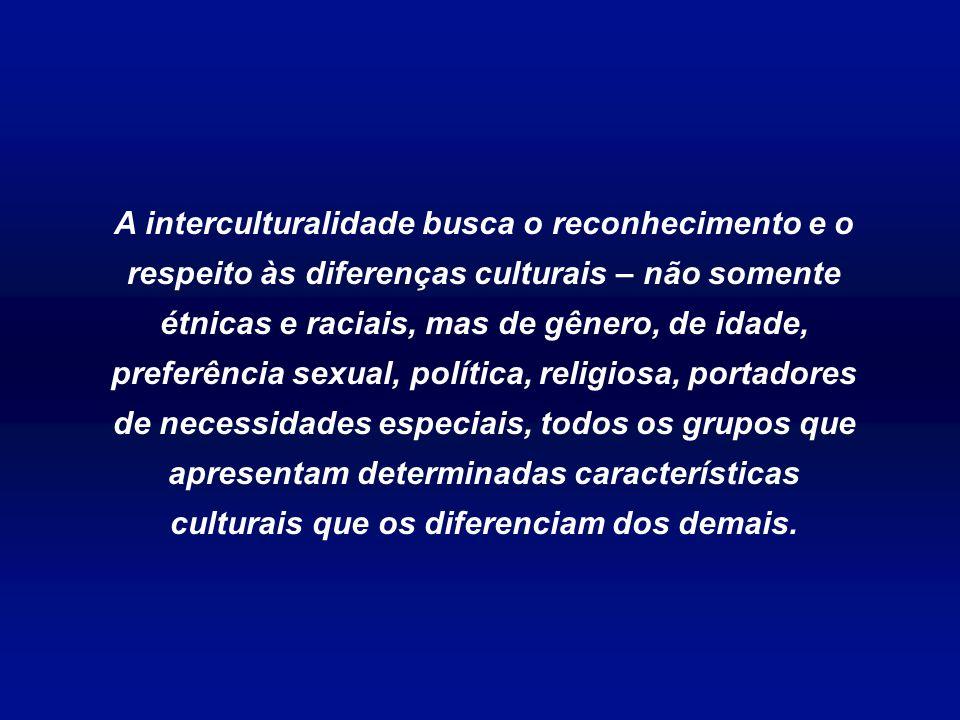 A educação intercultural em arte busca a preservação da cultura e da harmonia através do desenvolvimento de competências em muitos sistemas culturais.