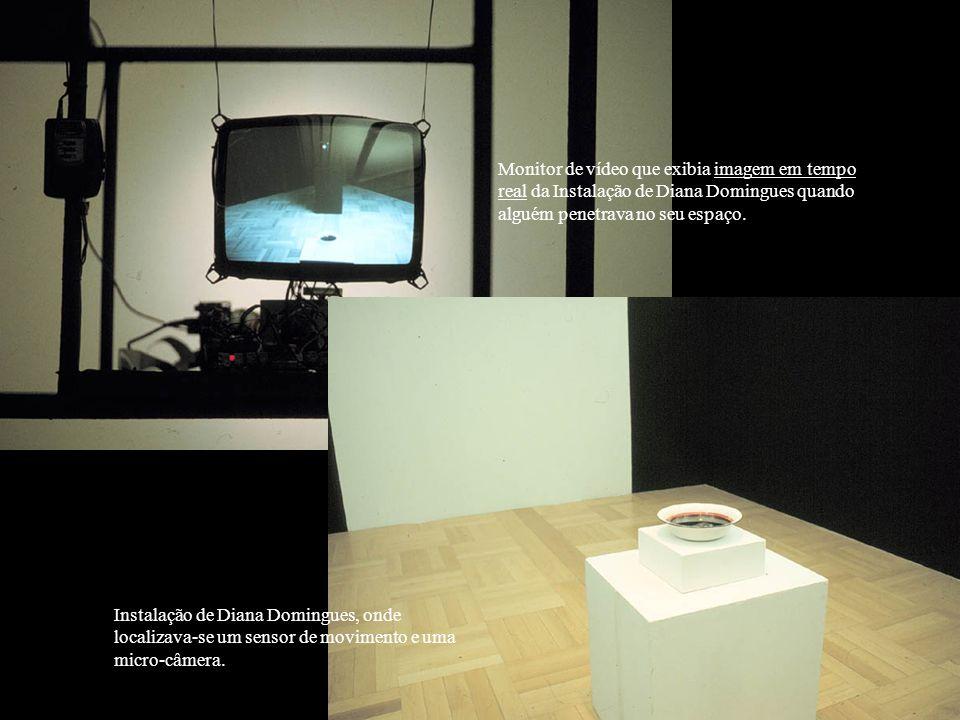 Re-Trato Re-Trato é uma instalação que re-elabora o processo de percepção visual humana, partindo de um sistema cartesiano de observação.