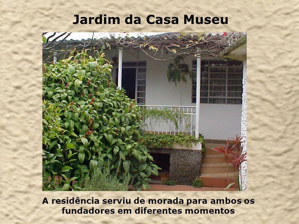 A residência serviu de morada para ambos os fundadores em diferentes momentos Jardim da Casa Museu