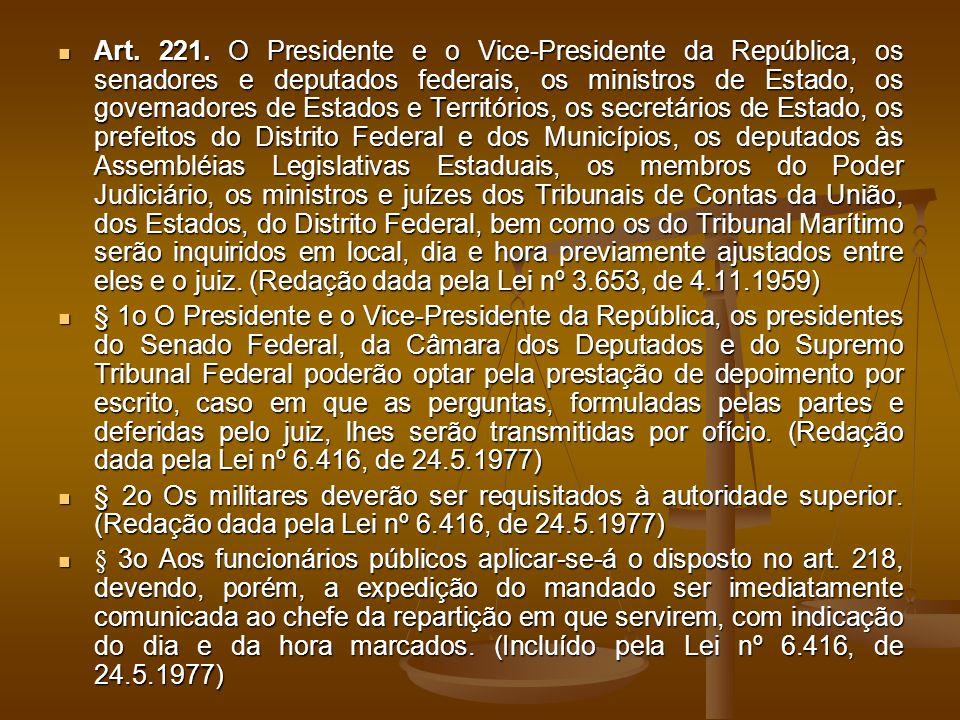Art. 221. O Presidente e o Vice-Presidente da República, os senadores e deputados federais, os ministros de Estado, os governadores de Estados e Terri