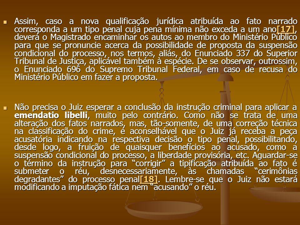 Assim, caso a nova qualificação jurídica atribuída ao fato narrado corresponda a um tipo penal cuja pena mínima não exceda a um ano[17], deverá o Magi