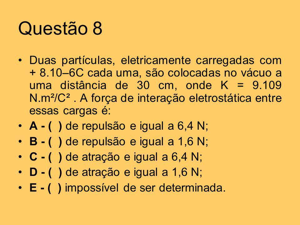 Questão 8 Duas partículas, eletricamente carregadas com + 8.10–6C cada uma, são colocadas no vácuo a uma distância de 30 cm, onde K = 9.109 N.m²/C². A