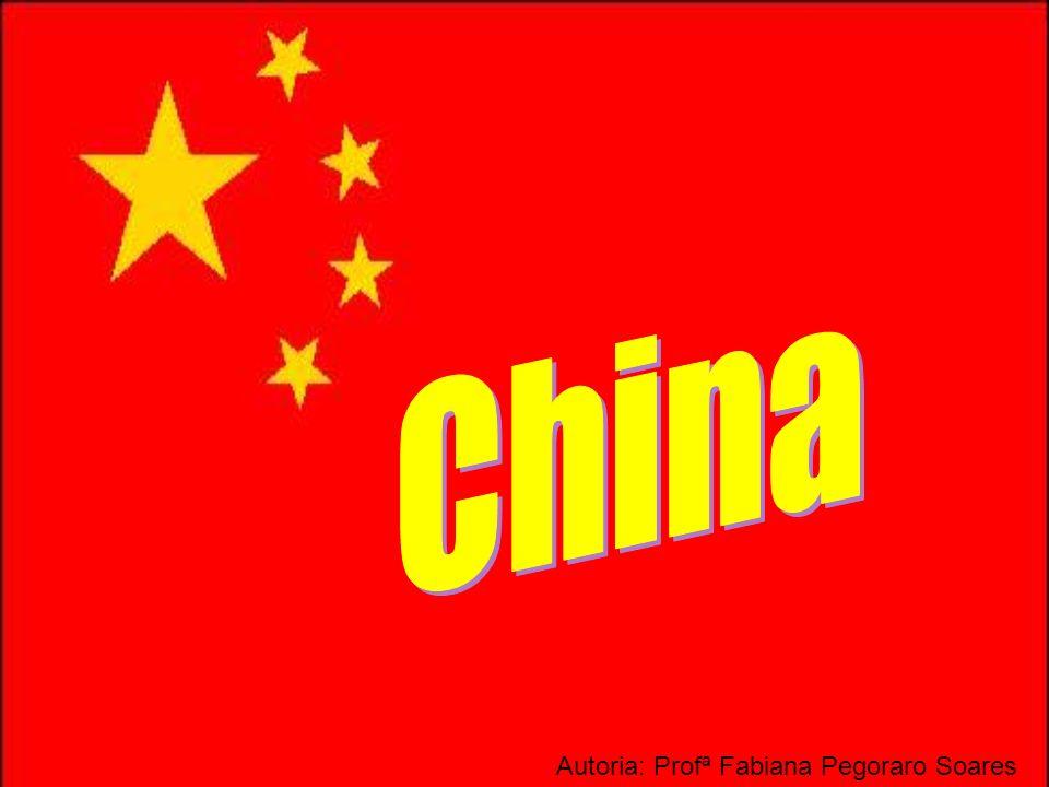 Século XIX: foi invadida por vários países (França, Japão, Rússia, EUA...) 1949: Revolução Chinesa líder: Mao Tsé Tung implantação do socialismo apoio soviético Década de 1960: rompimento com a URSS Década de 1980: abertura do mercado comércio com os EUA = economia socialista de mercado Histórias da China...