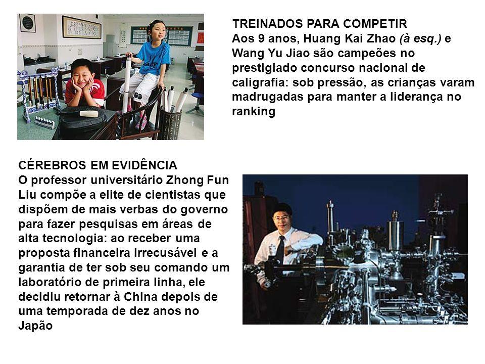 TREINADOS PARA COMPETIR Aos 9 anos, Huang Kai Zhao (à esq.) e Wang Yu Jiao são campeões no prestigiado concurso nacional de caligrafia: sob pressão, a