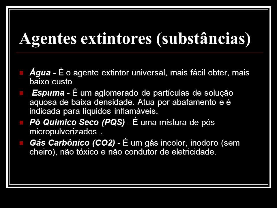 Agentes extintores (substâncias) Água - É o agente extintor universal, mais fácil obter, mais baixo custo Espuma - É um aglomerado de partículas de so