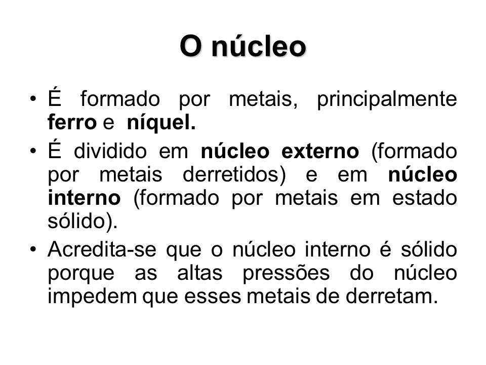 É formado por metais, principalmente ferro e níquel. É dividido em núcleo externo (formado por metais derretidos) e em núcleo interno (formado por met