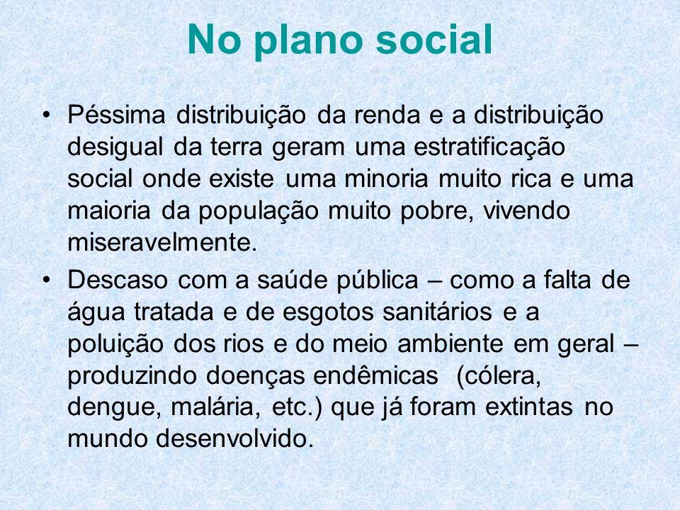 No plano social Péssima distribuição da renda e a distribuição desigual da terra geram uma estratificação social onde existe uma minoria muito rica e