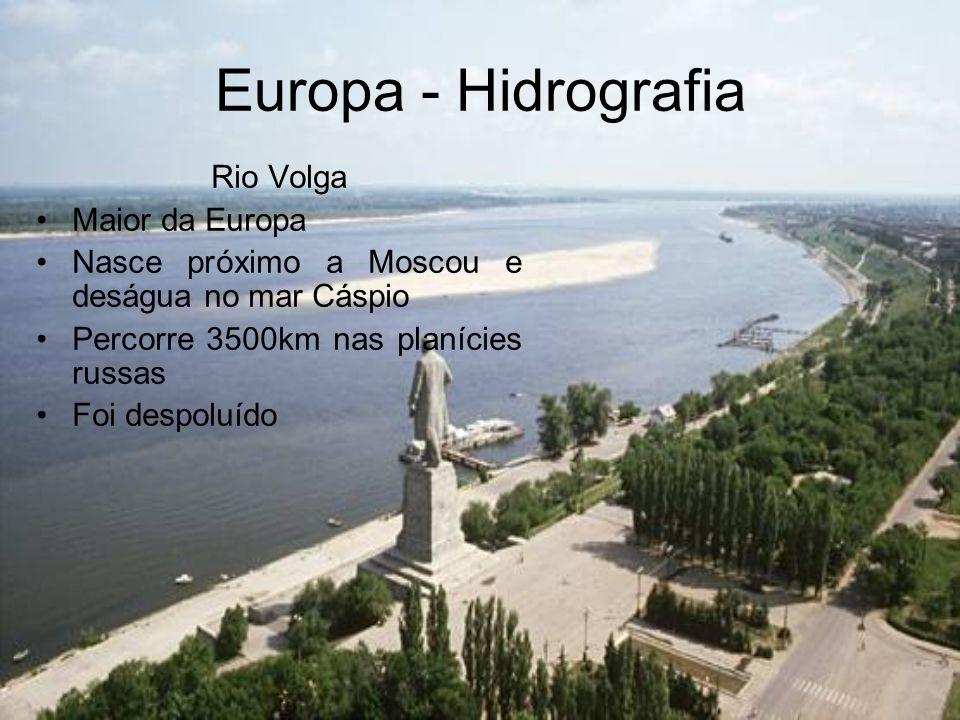 Europa - Hidrografia Rio Volga Maior da Europa Nasce próximo a Moscou e deságua no mar Cáspio Percorre 3500km nas planícies russas Foi despoluído