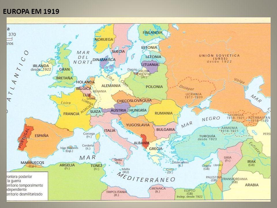 UNIÃO EUROPÉIA: Em 1951 Alemanha Ocidental, Bélgica, França, Itália, Luxemburgo e Holanda criam a CECA; Em 1957 os mesmos países criam a CEE; Em 1991, tratado de Maastricht, (Tratado da UE), entra em vigor em 1993;