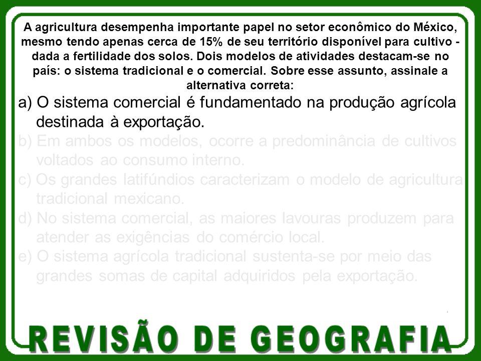 a) O sistema comercial é fundamentado na produção agrícola destinada à exportação. b) Em ambos os modelos, ocorre a predominância de cultivos voltados