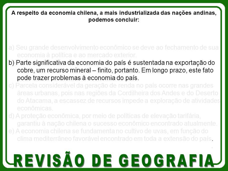 a) Seu grande desenvolvimento econômico se deve ao fechamento de sua economia à política e ao mercado exterior. b) Parte significativa da economia do