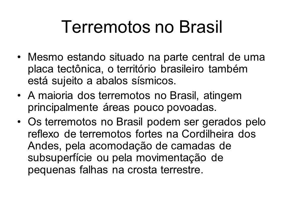 Terremotos no Brasil Mesmo estando situado na parte central de uma placa tectônica, o território brasileiro também está sujeito a abalos sísmicos. A m