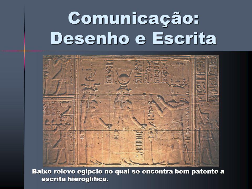 Comunicação: Desenho e Escrita Baixo relevo egípcio no qual se encontra bem patente a escrita hieroglífica.