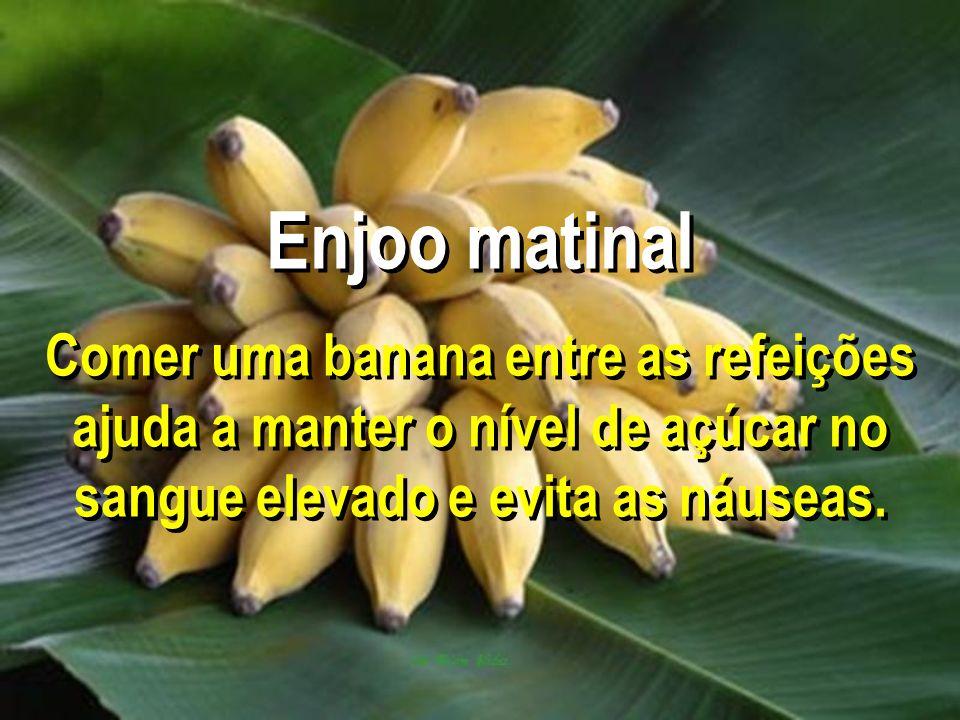 Enjoo matinal Comer uma banana entre as refeições ajuda a manter o nível de açúcar no sangue elevado e evita as náuseas.