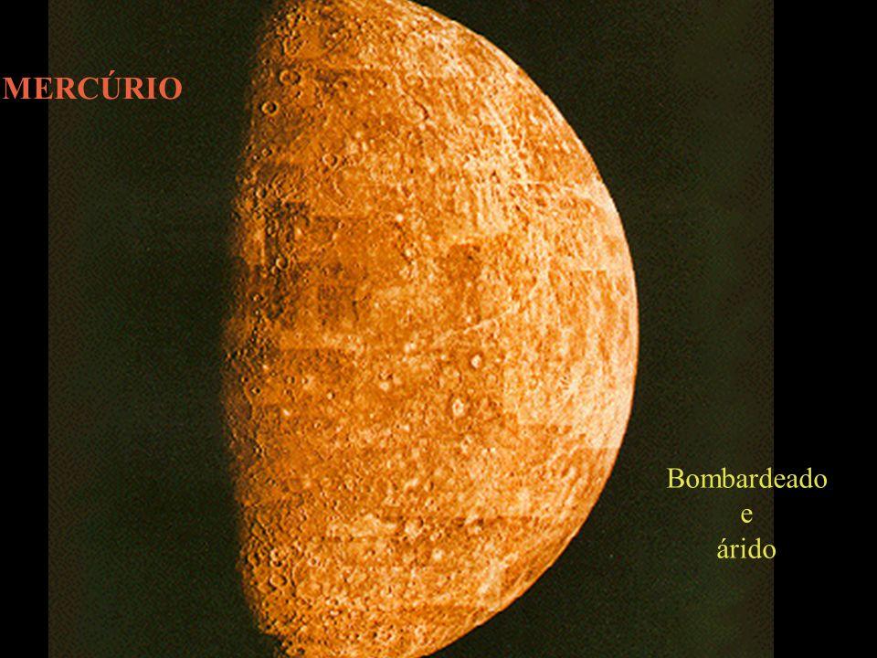 Algumas Propriedades de Mercúrio - planeta mais próximo do Sol (0.39 AU) - menor planeta, exceto Plutão - período orbital (ano em mercúrio): 88 dias - gravidade: 0.34 da terrestre - temperatura de dia: até 430 ºC.