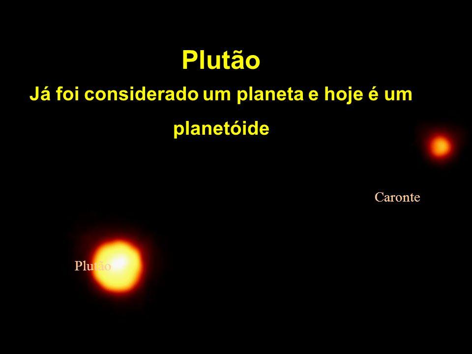 Plutão Já foi considerado um planeta e hoje é um planetóide Plutão Caronte