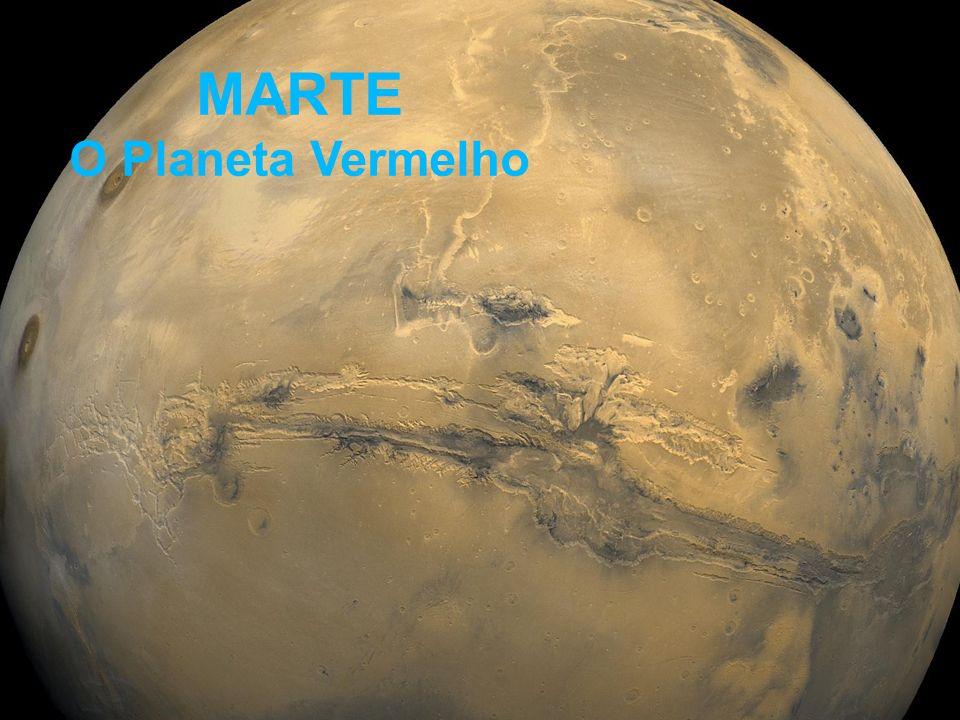 - planeta interno mais afastado do Sol (1.5 AU) - diâmetro = 0.53 do diâmetro da Terra - massa = 0.11 da massa da Terra - período orbital (ano em Marte): 687 dias - dia solar: 24.6 horas terrestres - inclinação do eixo de rotação: 24 graus (Terra -> 23.5) - temperatura de dia: até 20 ºC - temperatura à noite: -60 ºC - atmosfera: bem tênue, com 95.3% gás carbônico, 2.7% nitrogênio Algumas Propriedades de Marte