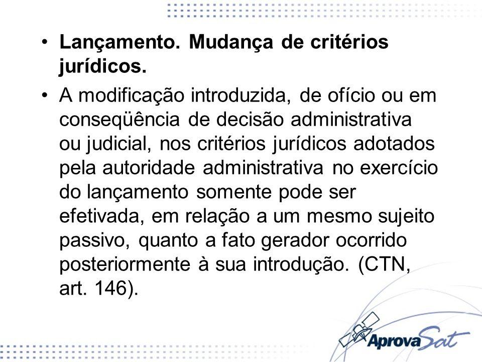 Lançamento. Mudança de critérios jurídicos. A modificação introduzida, de ofício ou em conseqüência de decisão administrativa ou judicial, nos critéri