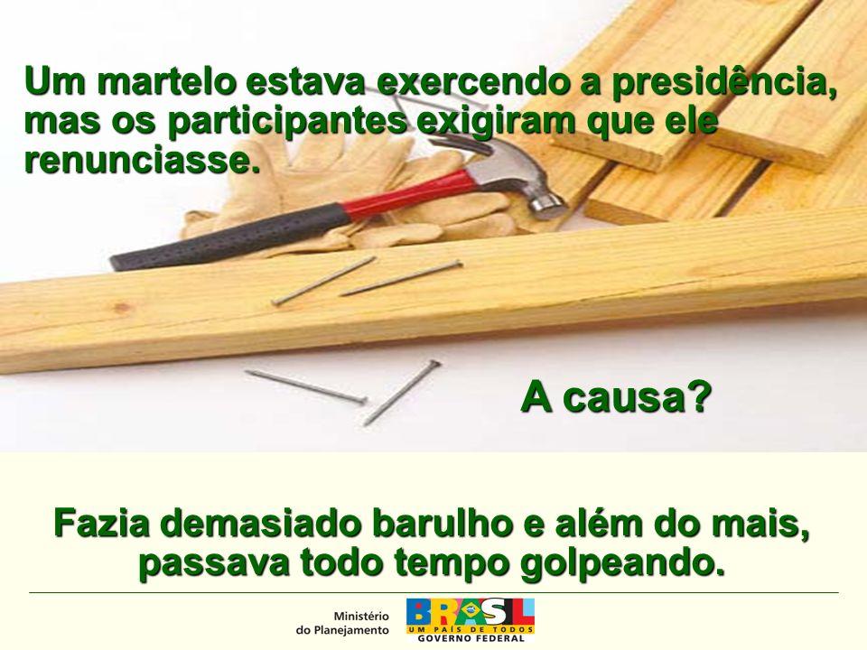 MINISTÉRIO DO PLANEJAMENTO Um martelo estava exercendo a presidência, mas os participantes exigiram que ele renunciasse.