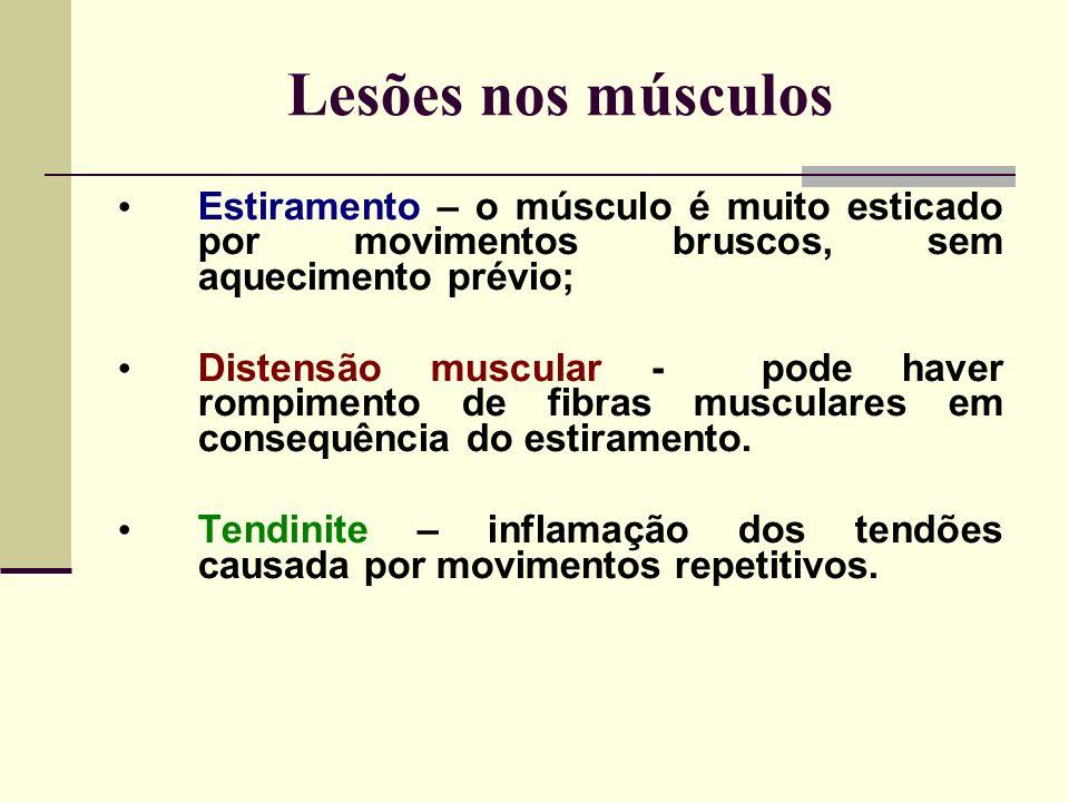 Lesões nos músculos Estiramento – o músculo é muito esticado por movimentos bruscos, sem aquecimento prévio; Distensão muscular - pode haver rompimento de fibras musculares em consequência do estiramento.