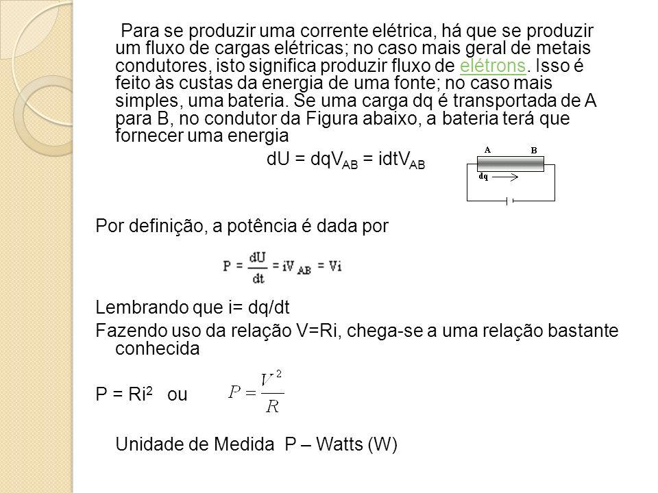 Para se produzir uma corrente elétrica, há que se produzir um fluxo de cargas elétricas; no caso mais geral de metais condutores, isto significa produ