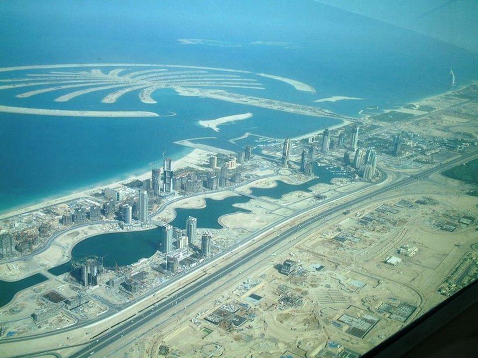 As Ilhas das Palmeiras em Dubai. Uma nova tecnologia de draga holandesa foi usada para criar estes volumoso número de ilhas. Elas são as maiores ilhas