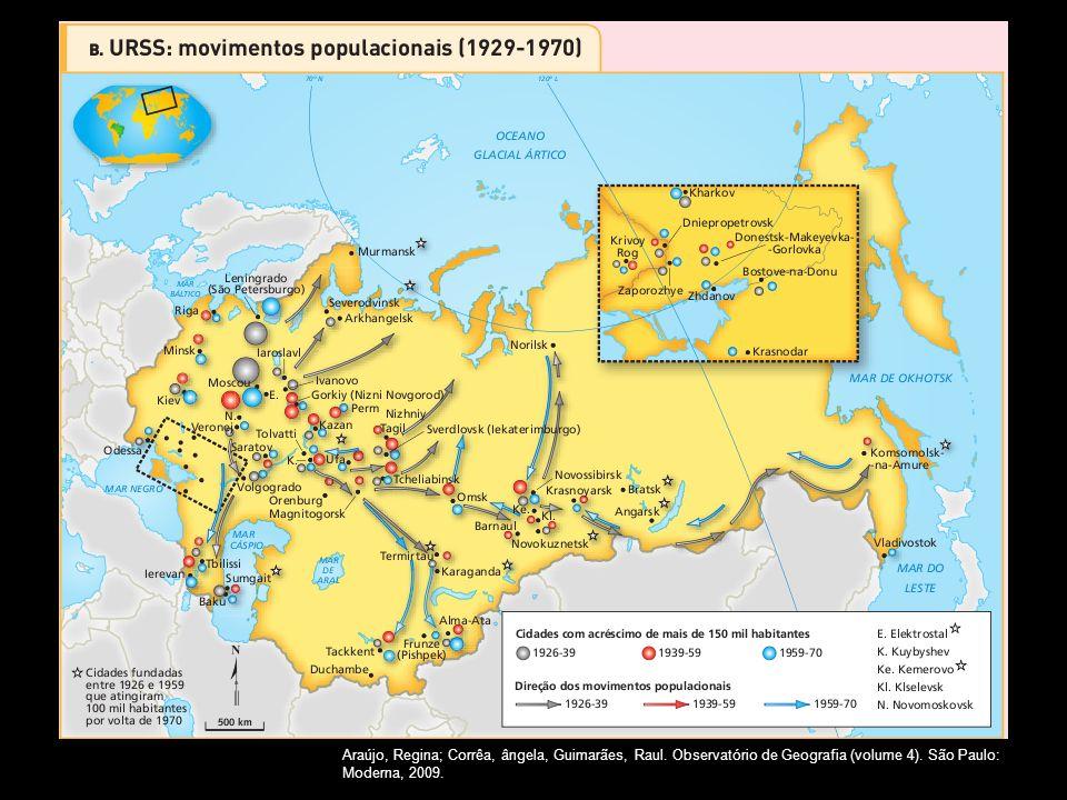 Em outubro de 1917, os comunistas derrubaram o regime czarista, pondo fim ao Império Russo. A propriedade privada foi abolida, e todos os organismos d