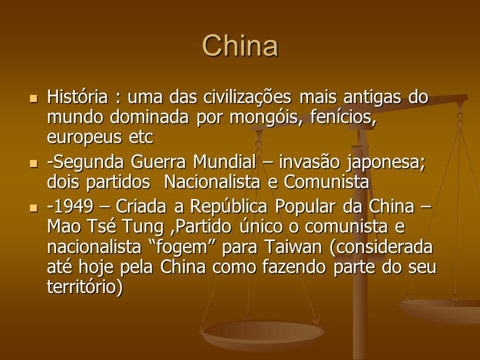 China História : uma das civilizações mais antigas do mundo dominada por mongóis, fenícios, europeus etc História : uma das civilizações mais antigas do mundo dominada por mongóis, fenícios, europeus etc -Segunda Guerra Mundial – invasão japonesa; dois partidos Nacionalista e Comunista -Segunda Guerra Mundial – invasão japonesa; dois partidos Nacionalista e Comunista -1949 – Criada a República Popular da China – Mao Tsé Tung,Partido único o comunista e nacionalista fogem para Taiwan (considerada até hoje pela China como fazendo parte do seu território) -1949 – Criada a República Popular da China – Mao Tsé Tung,Partido único o comunista e nacionalista fogem para Taiwan (considerada até hoje pela China como fazendo parte do seu território)