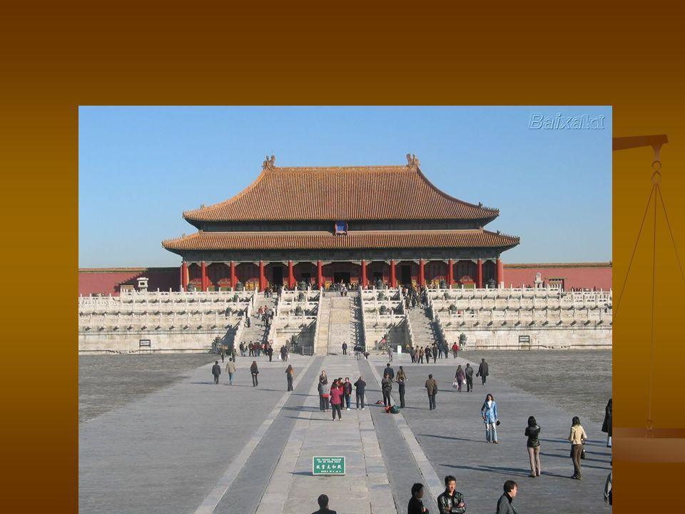 CHINA – EXTREMO ORIENTE China teve fator preponderante na ocupação e desenvolvimento da região China teve fator preponderante na ocupação e desenvolvimento da região - elemento característico é a diversidade de paisagens : montanha,planície,deserto,floresta e arrozal.