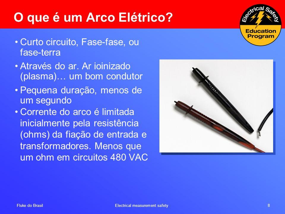 Fluke do Brasil Electrical measurement safety 8 O que é um Arco Elétrico? Curto circuito, Fase-fase, ou fase-terra Através do ar. Ar ioinizado (plasma