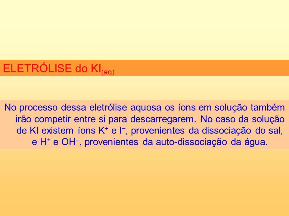 No processo dessa eletrólise aquosa os íons em solução também irão competir entre si para descarregarem.