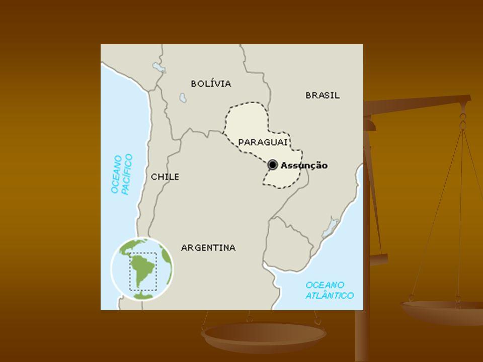 PARAGUAI CLIMA: - Parte oriental – clima quente e úmido; CLIMA: - Parte oriental – clima quente e úmido; - parte ocidental ; chaco boreal, clima seco, com vegetação de savanas (quebracho – se extrai o tanino para curtição do couro) - parte ocidental ; chaco boreal, clima seco, com vegetação de savanas (quebracho – se extrai o tanino para curtição do couro) -Parte oriental, entre os rios Paraguai e Paraná(entre rios) e a parte de fronteira seca com o Brasil, onde está localizada a maior parte da população e onde há a maior produção agropecuária.