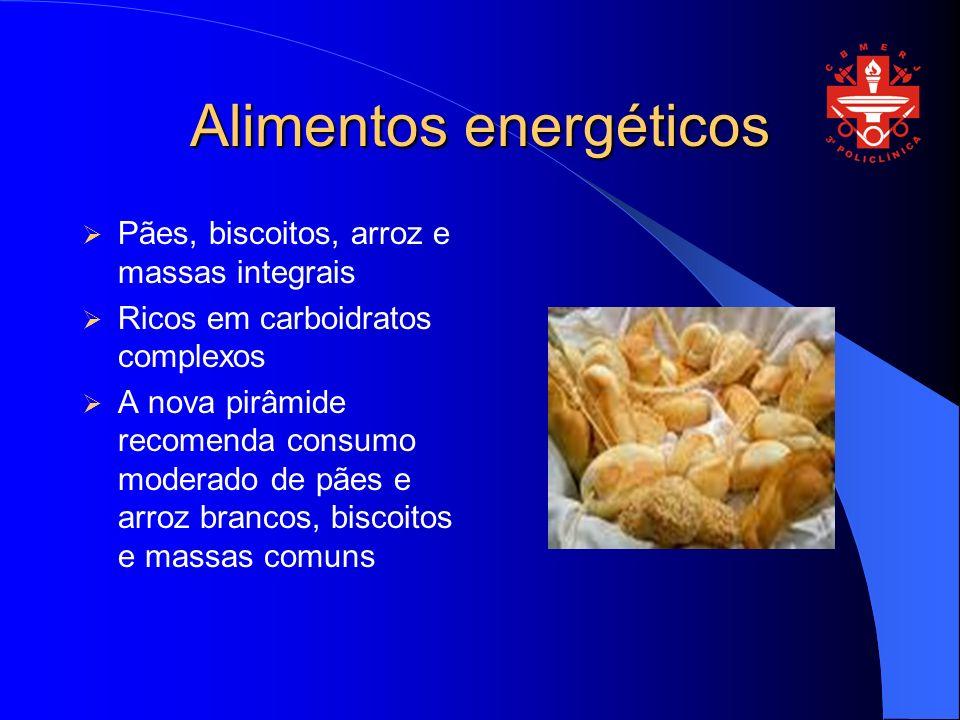 Alimentos energéticos Pães, biscoitos, arroz e massas integrais Ricos em carboidratos complexos A nova pirâmide recomenda consumo moderado de pães e arroz brancos, biscoitos e massas comuns