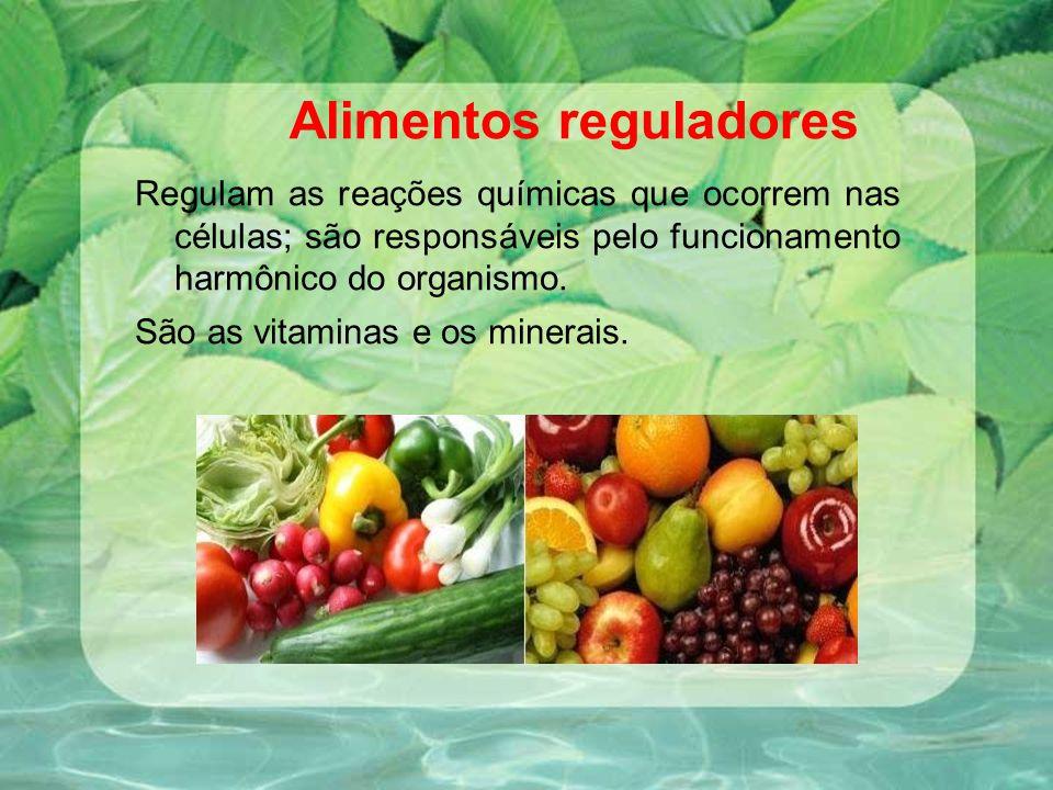 Alimentos reguladores Regulam as reações químicas que ocorrem nas células; são responsáveis pelo funcionamento harmônico do organismo. São as vitamina