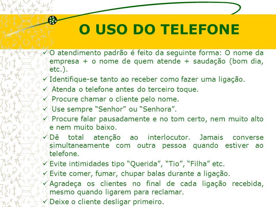 O USO DO TELEFONE O atendimento padrão é feito da seguinte forma: O nome da empresa + o nome de quem atende + saudação (bom dia, etc.). Identifique-se