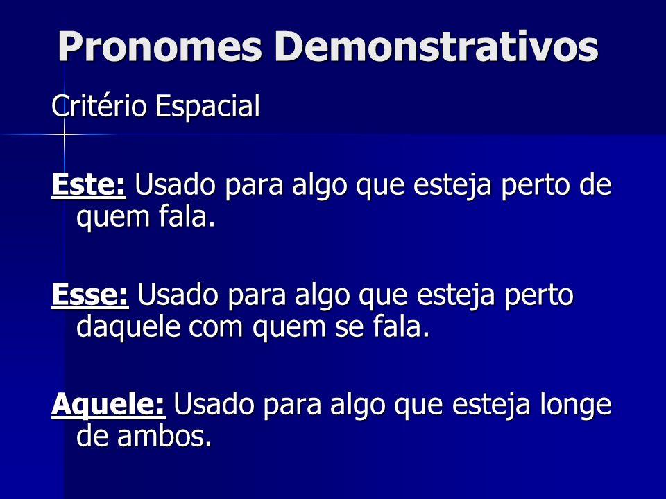 Pronomes Demonstrativos Critério Espacial Este: Usado para algo que esteja perto de quem fala. Esse: Usado para algo que esteja perto daquele com quem
